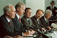 11 JUN 2001, BERLIN/GERMANY:<br /> Dietmar Kuhnt, Vorstandsvors. RWE AG, Ulrich Hartmann, Vorstandsvorsitzender der E.ON AG, Gerhard Schroeder, SPD, Bundeskanzler, Juergen Trittin, B90/Gruene, Bundesumweltminister, und Werner Mueller, Bundeswirtschaftsminister, (v.L.n.R.) waehrend der Unterzeichnung einer Vereinbarung zwischen der Bundesregierung und den Kernkraftwerksbetreibern zur geordneten Beendigung der Kernenergie, Bundeskanzleramt, Willy-Brand-Strasse<br /> IMAGE: 20010611-03/02-02<br /> KEYWORDS: Energiekonsens, Atomkonsens, Kernkraft, Kernenergie, Konsens, Energieversorgungsunternehmen, Unterschrift, Gerhard Schröder, Jürgen Trittin, Werner Müller
