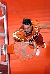 26-08-2005 BASKETBAL: NEDERLAND-BELGIE: GRONINGEN<br /> Nederland kan zich gaan opmaken voor een extra toernooi in Belgrado, waar de laatste strohalm moet worden gepakt ter handhaving in de A-groep. Dat is het gevolg van de 51-62 nederlaag / Kees Akerboom<br /> ©2005-www.fotohoogendoorn.nl