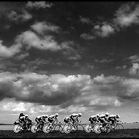 Frankrijk,Futuroscoop, 01 juli 1990.<br /> Wielrennen, Tour de France.<br /> De ploeg van coach Jan Raas doet in de ploegentijdrit een poging om de gele trui in hun gelederen te krijgen maar dat mislukt.<br /> Foto:Klaas Jan van der Weij.