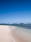 Surf on the coast at Mokuleia Beach in O'Ahu, Hawai'i