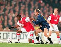 Fotball<br /> Norske spillere i England<br /> Foto: Colorsport/Digitalsport<br /> NORWAY ONLY<br /> <br /> PATRICK VIEIRA (ARS) STÅLE SOLBAKKEN <br /> WIMBLEDON V ARSENAL,22/12/1997.