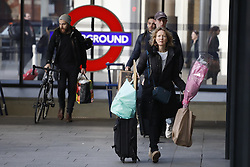 © Licensed to London News Pictures. 23/12/2016. London, UK. Passengers head home for Christmas at King's Cross station. The Christmas getaway begins  today with<br />