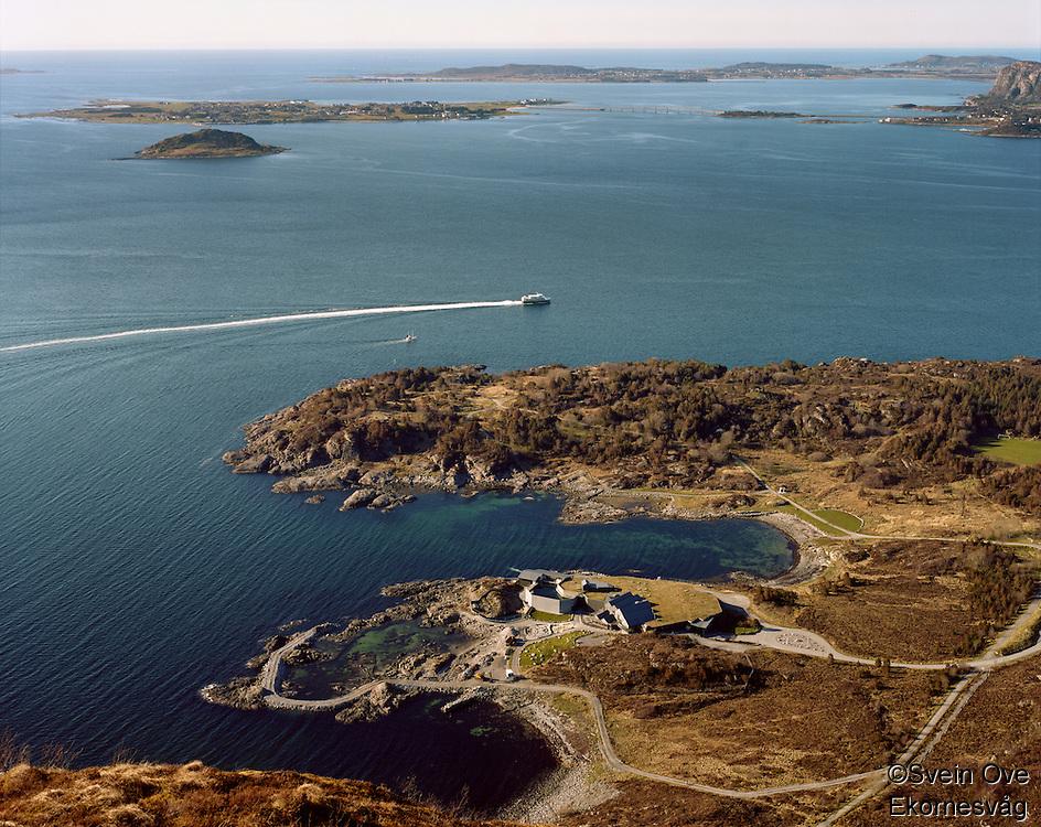 Panoramautsikt mot Atlanterhavsparken, Giske, Vigra og Valderøya fra Sukkertoppen i Ålesund.<br /> Foto: Svein Ove Ekornesvåg
