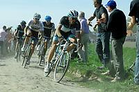 Sykkel<br /> Paris / Roubaix 2011<br /> 10.04.2011<br /> Foto: imago/Digitalsport<br /> NORWAY ONLY<br /> <br /> Fabian Cancellara ( SWI / Leoprad - Trek ) dahinter der Weltmeister Thor Hushovd ( NOR / Garmin - Cervelo )
