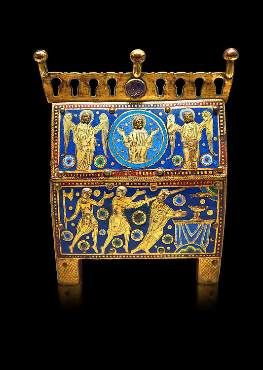 Medieval enamelled box with scenes from the martyrdom of Saint Thomas Becket, end of the 12th beginning of the 13th century from Limoges, enamel on gold. AD. Inv OA 7745, The Louvre Museum, Paris. .<br /> <br /> If you prefer you can also buy from our ALAMY PHOTO LIBRARY Collection visit : https://www.alamy.com/portfolio/paul-williams-funkystock/limoges-enamel-antiquities.html Type - louvre - into the LOWER SEARCH WITHIN GALLERY box. <br /> <br /> Visit our MEDIEVAL ART PHOTO COLLECTIONS for more photos to download or buy as prints https://funkystock.photoshelter.com/gallery-collection/Medieval-Gothic-Art-Antiquities-Historic-Sites-Pictures-Images-of/C0000gZ8POl_DCqE