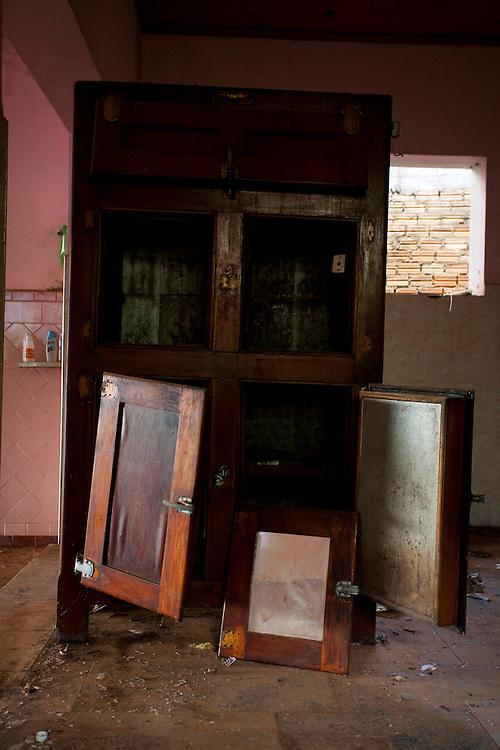 Tres Coracoes_MG, Brasil...Construcao abandonada em Tres Coracoes...A abandoned construction in Tres Coracoes...Foto: LEO DRUMOND / NITRO.....