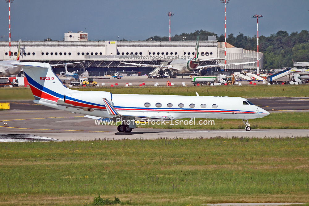 N300AY Private owner Gulfstream G550 at Malpensa (MXP / LIMC), Milan, Italy