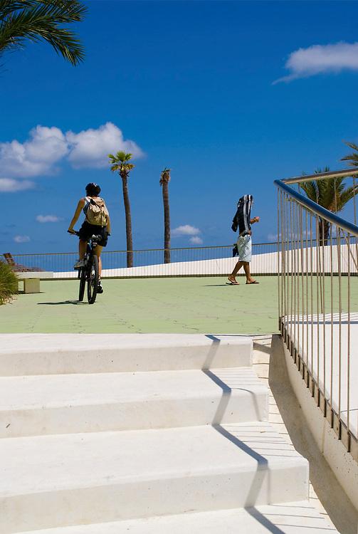 Paseo marítimo de la Playa de Poniente. Benidorm. OAB Ferrater Architects