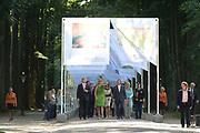 Het Droomboek is vandaag gepresenteerd op Paleis Het Loo in Apeldoorn. Het eerste exemplaar van het boek met toekomstdromen voor ons Koninkrijk werd aangeboden aan Koning Willem-Alexander in het bijzijn van honderden trotse inzenders van de dromen en Koningin Maxima.<br /> <br /> The Dream Book is presented today at Het Loo Palace in Apeldoorn. The first copy of the book with dreams of the future for our Kingdom was offered to King Willem-Alexander in front of hundreds of proud contributors of the dreams and Queen Maxima.<br /> <br /> Op de foto / On the photo: <br />  Koning Willem Alexander en koningin Máxima / King Willem Alexander and Máxima Queen