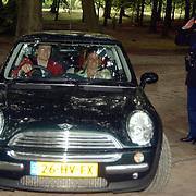 92ste verjaardag Pr. Bernhard Sr., Pr. Constantijn en prinses Laurentien Brinkhorst in hun mini