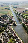 Nederland, Noord-Holland, Gemeente Zijpe, 14-07-2008; buurtschap 't Zand, Noordhollandsch Kanaal met vlotbrug (een van de laatste bestaande vlotbruggen); Noordhollands Kanaal; drijvende brug. .luchtfoto (toeslag); aerial photo (additional fee required); .foto Siebe Swart / photo Siebe Swart