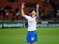 Fotball<br /> Foto: EQ Images/Digitalsport<br /> NORWAY ONLY<br /> <br /> FOOTBALL - UEFA CHAMPIONS LEAGUE 2009/2010 - GROUP - MILAN V ZÜRICH - 30/09/2009<br /> <br /> Match-Winner Hannu Tihinen feiert und laesst sich von den Fans feiern