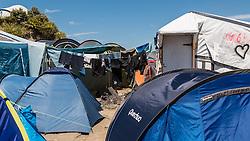 24.06.2016, Dschungelcamp, Calais, FRA, der Dschungel von Calais, im Bild Uebersicht. Das Camp ist eine provisorische Zeltstadt nahe der französischen Stadt Calais. Mehrere tausend Menschen kampieren dort in Zeltunterkünften und warten auf eine Möglichkeit zur illegalen Weiterreise durch den Eurotunnel nach Großbritannien. Overview of the Calais Jungle is the nickname given to a migrant encampment, where migrants live while they attempt illegally to enter the United Kingdom at the Jungle Camp of Calais, France on 2016, 06, 24. EXPA Pictures © 2016, PhotoCredit: EXPA, JFK