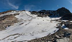 05.10.2011, Moelltaler Gletscher, Flattach, AUT, OeSV Medientag, im Bild Über sicht auf den Trainingshang am Mölltaler Gletscher  // During media day of Austria Ski Federation OeSV at Moelltaler glacier in Flattach, Carinthia, Austria on 5/10/2011. EXPA Pictures © 2011, PhotoCredit: EXPA/ J. Groder