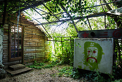 Sipson, UK. 5th June, 2018. A dwelling is pictured at Grow Heathrow. Grow Heathrow is a squatted off-grid eco-community garden founded in 2010 on a previously derelict site close to Heathrow airport to rally support against government plans for a third runway and it has since made a significant educational and spiritual contribution to life in the Heathrow villages, which remain threatened by Heathrow airport expansion.