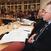 Raadvergadering gemeente Huizen nieuwbouw Flevoschool, raadslid Henk van Amstel