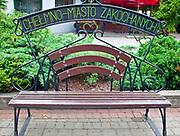 """Chełmno, 2011-07-10. """"Chełmno miasto zakochanych"""" - ławka w centrum miasta"""
