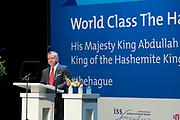 Officieel bezoek Jordanie aan Nederland - Dag 1<br /> <br /> Koning Willem-Alexander, koningin Maxima, koning Abdullah II en koningin Rania tijdens een bezoek aan de World Class Students waar de Jordaanse Koning vragen van studenten beantwoord in Theater Diligentia . <br /> <br /> Official visit Jordan to the Netherlands - Day 1<br /> <br /> King Willem-Alexander, Queen Maxima, King Abdullah II and Queen Rania during a visit to the World Class Students where the Jordanian King answered questions from students in Theater Diligentia.