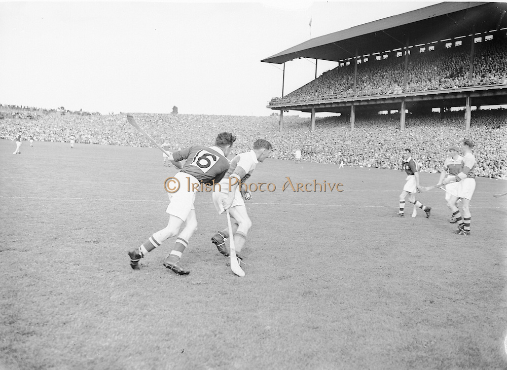 Neg No: 860/a1769-a1778,..4091955AISHCF,...04.09.1955, 09.14.1955, 4th September 1955,..All Ireland Senior Hurling Championship - Final,..Wexford.03-13,.Galway.02-08,...