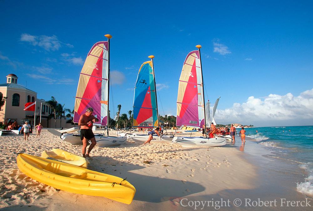 MEXICO, YUCATAN, TOURISM Riviera Maya; Playa del Carmen resort