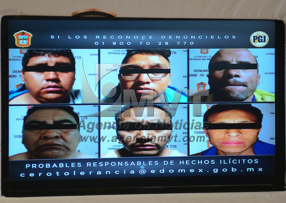 Toluca, México (Abril 20, 2016).- Alejandro Jaime Gómez Sánchez, titular de la PGJEM en conferencia de prensa anuncio la captura de seis presuntos integrantes de una banda criminal, involucrados en la menos cuatro asesinatos, operaban en los municipios de Zumpango, Apaxto, Tequixquiac y Nextlalpan.  Agencia MVT / Crisanta Espinosa