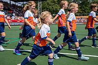 AMSTELVEEN - mascottes   voor  de Pro League hockeywedstrijd dames, Nederland-Australie (3-1).  COPYRIGHT  KOEN SUYK
