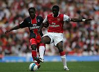 Photo: Lee Earle.<br /> Arsenal v Paris Saint-Germain. The Emirates Cup. 28/07/2007.Arsenal's Kolo Toure (R) battles with Peguy Luyindula.
