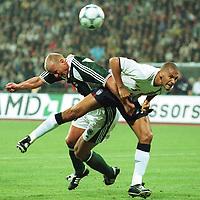 Fotball: Tyskland-England 1-5. München. 01.09.01<br /><br />v.l.  Carsten JANCKER , Rio FERDINAND<br />                 WM-Quali   Deutschland - England  1:5