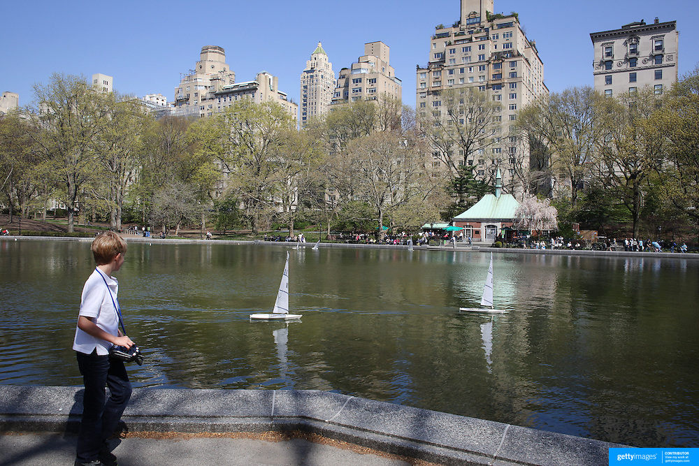 Model Boat swilling on Central Park's Conservatory Water during a warm spring day in Central Park, Manhattan, New York, USA. Photo Tim Clayton