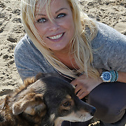 NLD/Scheveningen/20101003 - Dutchypuppy Doggywalk 2010, Bridget Maasland met hond Tips