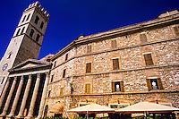 Torre del Capitano del Popolo and Tempio dei Minerva (Temple of Minerva), Piazza del Commune, Assisi, Umbria, Italy
