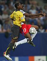 Fotball<br /> Foto: Witters/Digitalsport<br /> NORWAY ONLY<br /> <br /> 13.09.2006<br /> <br /> v.l. Justin Hoyte Arsenal, Boubacar Sanogo HSV<br /> <br /> Champions League Hamburger SV - Arsenal London