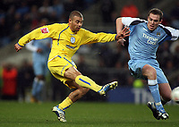 Photo: Paul Thomas.<br /> Manchester City v Sheffield Wednesday. The FA Cup. 16/01/2007.<br /> <br /> Wednesday's Deon Burton (L) shoot past Richard Dunne.