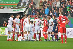 31.10.2015, WWK Arena, Augsburg, GER, 1. FBL, FC Augsburg vs 1. FSV Mainz 05, 11. Runde, im Bild Rudelbildung von FC Augsburg und FSV Mainz 05 nach einem Foul // during the German Bundesliga 11th round match between FC Augsburg and 1. FSV Mainz 05 at the WWK Arena in Augsburg, Germany on 2015/10/31. EXPA Pictures © 2015, PhotoCredit: EXPA/ Eibner-Pressefoto/ Hiermayer<br /> <br /> *****ATTENTION - OUT of GER*****