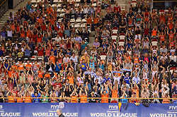 20150614 NED: World League Nederland - Finland, Almere<br /> De Nederlandse volleyballers hebben in de World League ook hun tweede duel met Finland gewonnen. Na de 3-0 zege van zaterdag werd zondag in Almere met 3-1 (22-25, 25-20, 25-13, 25-19) gewonnen / Supporters van oranje