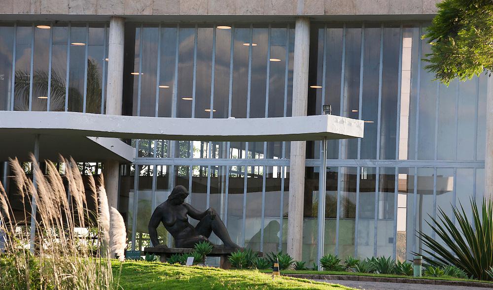 Belo Horizonte_MG, Brasil...Museu de Arte da Pampulha projetado por Oscar Niemeyer, faz parte do conjunto arquitetonico da Pampulha em Belo Horizonte, Minas Gerais...Pampulha Art Museum designed by Oscar Niemeyer, is part of the architectonic complex of Pampulha in Belo Horizonte, Minas Gerais...Foto: JOAO MARCOS ROSA / NITRO