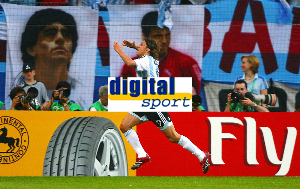 Fotball<br /> VM 2006<br /> Foto: Witters/Digitalsport<br /> NORWAY ONLY<br /> <br /> 10.06.2006<br /> Argentina v Elfenbenskysten<br /> <br /> 1:0 Jubel Hernan Crespo Argentinien<br /> Fussball WM 2006 Argentinien - Elfenbeinkueste