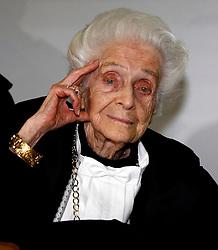 30.12.2012, Rome, ITA, Nobelpreistraegerin Rita Levi Montalcini ist im Alter von 103 verstorben. Sie war eine der ersten Frauen, die den Medizinnobelpreis erhalten haben und Pionierin in der Neurologie, im Bild Milano 22/01/2008 - Cerimonia di conferimento della laurea specialistica honoris causa in Biotecnologie industriali al premio // the Italian Nobel prize-winning neurologist Rita Levi-Montalcini has died at the age of 103, Rome, Italy on 2012/12/30. EXPA Pictures © 2012, PhotoCredit: EXPA/ Insidefoto/ Paperdb..***** ATTENTION - for AUT, SLO, CRO, SRB, BIH and SWE only *****