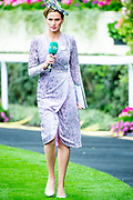 Koning Willem-Alexander en koningin Máxima hebben dinsdag in de koets met koningin Elizabeth en haar zoon prins Andrew deelgenomen aan de 'koninklijke optocht' op de racebaan van Ascot.<br /> <br /> King Willem-Alexander and Queen Máxima took part in the carriage with Queen Elizabeth and her son Prince Andrew on Tuesday in the 'royal parade' on the Ascot race track.<br /> <br /> Op de foto / On the photo:  Francesca Cumani