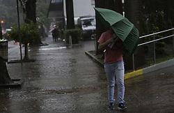 October 1, 2018 - SãO Paulo, Brazil - SÃO PAULO, SP - 01.10.2018: FORTE CHUVA EM SÃO PAULO - Man tries to protect himself from heavy rain in the Alameda Santos, central region of the capital of São Paulo, on the afternoon of Monday (01). City came to enter state of attention to floods. (Credit Image: © Bruno Rocha/Fotoarena via ZUMA Press)
