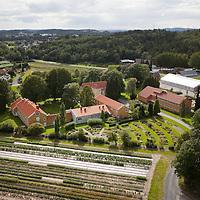 Grimstad, 20090817.<br /> Dømmesmoen Kurssenter i Grimstad sett fra luften en augustdag.<br /> Foto: Tor Erik Schrøder / Schrøder, Tor Erik