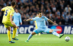 18.10.2011, City of Manchester Stadion, Manchester, ENG, UEFA CL, Gruppe A, Manchester City (ENG) vs FC Villarreal (ESP), im Bild Manchester City's Sergio Aguero in action against Villarreal CF // during UEFA Champions League group A match between Manchester City (ENG) and FC Villarreal (ESP) at City of Manchester Stadium, Manchaster, United Kingdom on 18/10/2011. EXPA Pictures © 2011, PhotoCredit: EXPA/ Propaganda Photo/ Vegard Grott +++++ ATTENTION - OUT OF ENGLAND/GBR+++++