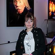 NLD/Amsterdam/20121126- Kika veiling 2012 foto's Veronica gids, Sanne Kraaykampmet op de achtergrond schilderij van haar vader