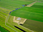 Nederland, Zuid-Holland, Bent, 14-09-2019. Polder Groenendijk, midden in het Groene Hart (ten Westen van Leiden). Boortunnel van de hogesnelheidslijn doorkruist dit gebied ondergronds, de gebouwen maken onderdeel uit van de zogenaamde vluchtschacht, de nooduitgang.<br /> The drill tunnel of the high-speed train (HST) runs through this underground area, the buildings are part of the so-called flight shaft, the emergency exit<br /> luchtfoto (toeslag op standard tarieven);<br /> aerial photo (additional fee required);<br /> copyright foto/photo Siebe Swart