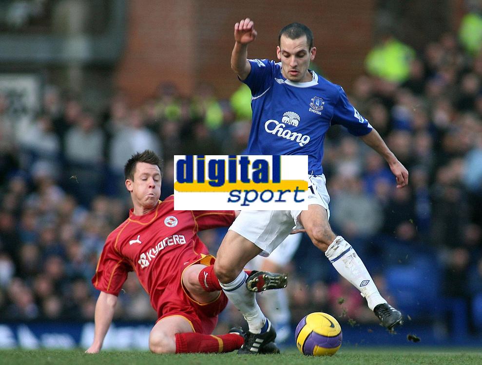 Photo: Paul Thomas.<br /> Everton v Reading. The Barclays Premiership. 14/01/2007.<br /> <br /> Leon Osman (R) of Everton battles with Nicky Shorey.