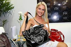 A modelo e empresária Ana Hickmann visita a  COUROMODA 2009, maior feira de calçados e acessórios de moda da América Latina, que acontece de 12 a 15 de janeiro, no Parque Anhembi, em São Paulo. FOTO: Jefferson Bernardes / Preview.com