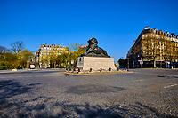 France, Paris (75), place Denfert-Rochereau durant le confinement du Covid 19 // France, Paris, Denfert-Rochereau  square during the confinement of Covid 19
