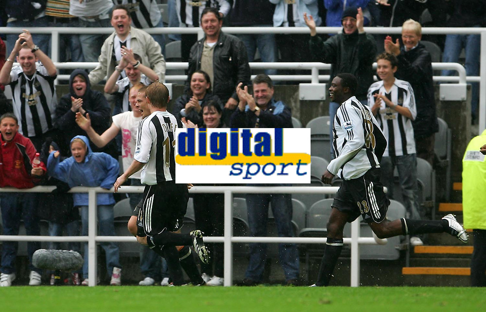 Photo: Andrew Unwin.<br />Newcastle United v Wigan Athletic. The Barclays Premiership. 19/08/2006.<br />Newcastle's Scott Parker (L) celebrates scoring his team's first goal.