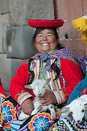 """They call them """"llamitas"""" because often bring with them a lama, but you can more easily see with a lamb in her arms. Dressed in their traditional clothes, that in their villages of origin are the dress of everydays, this ladies have realized that you can earn from the pictures. As the local models are proposed to pose with or without tourists, the price is """"on voluntad"""" but always a little angry' when the will is only a couple of nuevo soles (60 cents)"""