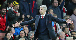 20.10.2015, Emirates Stadium, London, ENG, UEFA CL, FC Arsenal vs FC Bayern Muenchen, Gruppe F, im Bild Chef-Trainer Arsene Wenger (FC Arsenal London) // during UEFA Champions League group F match between Arsenal FC and FC Bayern Munich at the Emirates Stadium in London, Great Britain on 2015/10/20. EXPA Pictures © 2015, PhotoCredit: EXPA/ Eibner-Pressefoto/ Kolbert<br /> <br /> *****ATTENTION - OUT of GER*****